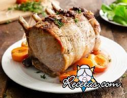 Lomo de cerdo con albaricoques y tocino