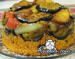Maqluba (Pastel invertido de arroz con berenjenas y pimientos)
