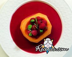 Melón con frutas del bosque