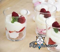 Mini Pavlova con fresas y frambuesas