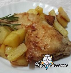 Muslos de pollo a la cacerola con tocino y patatas