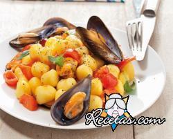 Ñoquis de patatas con tomatitos y mejillones