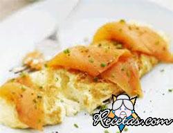 Omelette de salmón, brie y eneldo