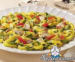 Pasta bicolor con espárragos y jamón cocido