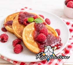 Pancakes con salsa de frambuesa