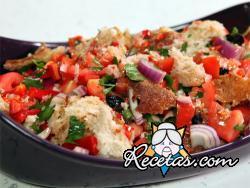 Panzanella (ensalada de pan y verduras)