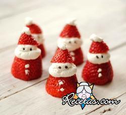Papa Noel con fresas y nata
