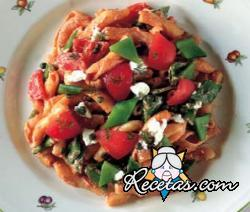 Pasta con ricota y tomates