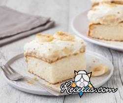 Pastel de bananas y crema pastelera