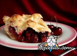 Pastel de cerezas rojas