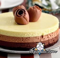 Pastel de tres chocolates