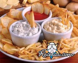 Patatas fritas y salsas