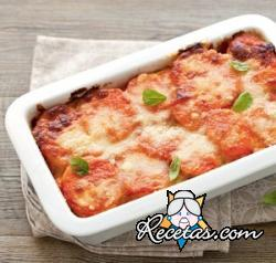 Patatas, tomates y tocino al horno