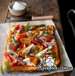 Pizza de pimientos y atún