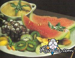 Frutas de estación y mousse de dulce de leche