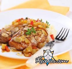 Pollo con almendras y salsa de albaricoques