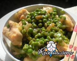 Pollo con guisantes y azafrán