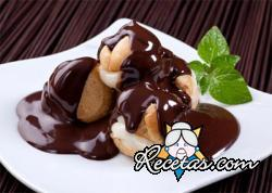 Profiteroles con chocolate y menta