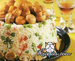 Ragú de champiñones con bordura de arroz