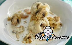 Rollos de pescado con ostiones y crema de puerros