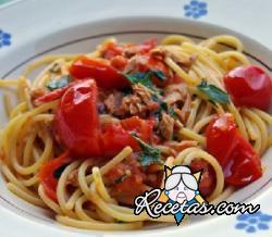 Salsa con atún y tomates cherry