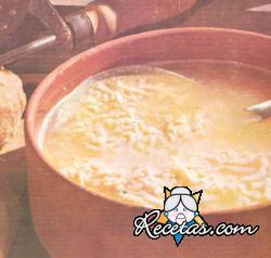 Sopa con fideos al jamón