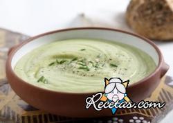 Sopa de aguacate y yogur