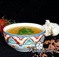 Sopa de lentejas rojas