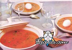Sopa de tomate y huevo