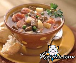 Sopa de carne de res con albaricoques y verduras