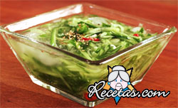 Sopa fría de rabanitos y pepinos