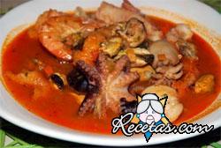 Sopa de tomates con pescado