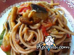 Spaghetti con salsa de tomate y verduras