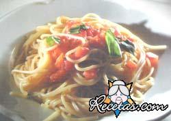 Spaghettini al pomodoro con albahaca
