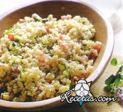 Tabulé de trigo burgol con tomates y zucchini