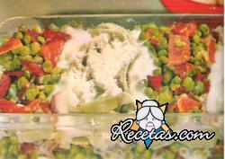 Tallarines verdes con jamón y guisantes
