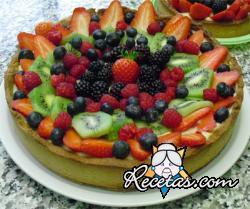 Tarta de frutos rojos y kiwi