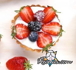 Tartaletas de yogur, fresas y frutos rojos