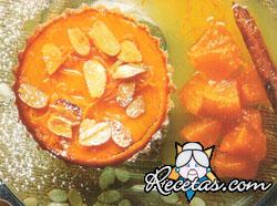 Tarta de zapallo con dulce y salsa de naranjas
