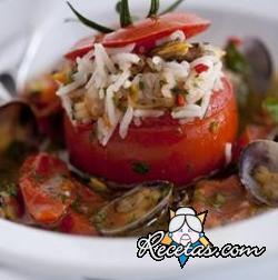 Tomates rellenos con almejas guisadas