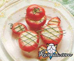 Tomates rellenos de atún