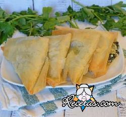 Triángulos de vegetales y queso feta