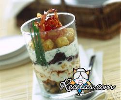 Trifle salado con aceitunas y jamón