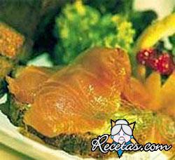 Trucha ahumada con salsa de rábano