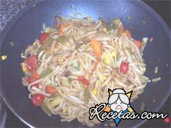 Pastas y verduras al wok