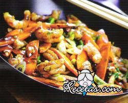 Zanahorias salteadas con camarones y almendras
