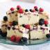 Pastel de yogur y frutos rojos
